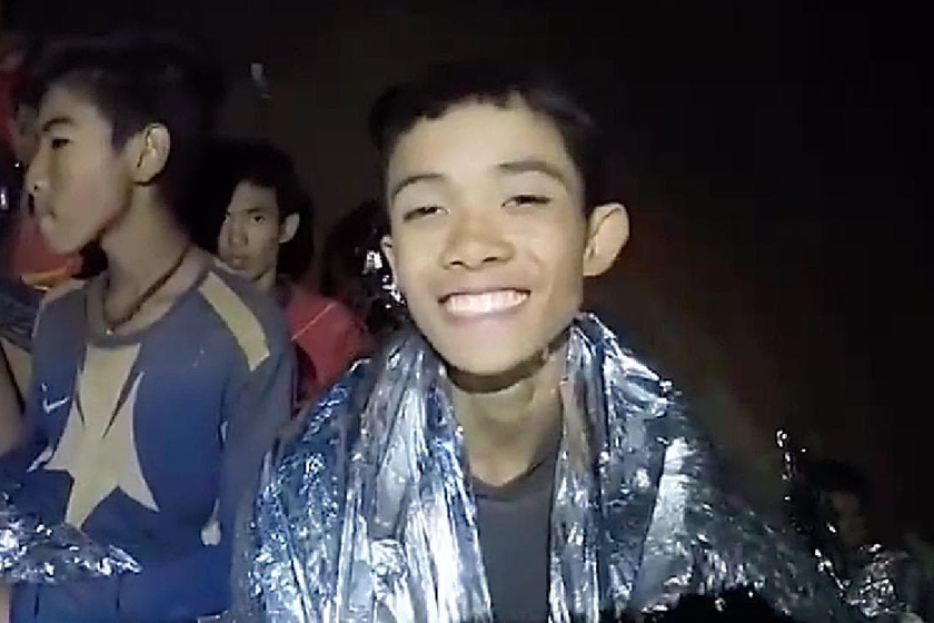 randevú srác, aki drogokat árusít