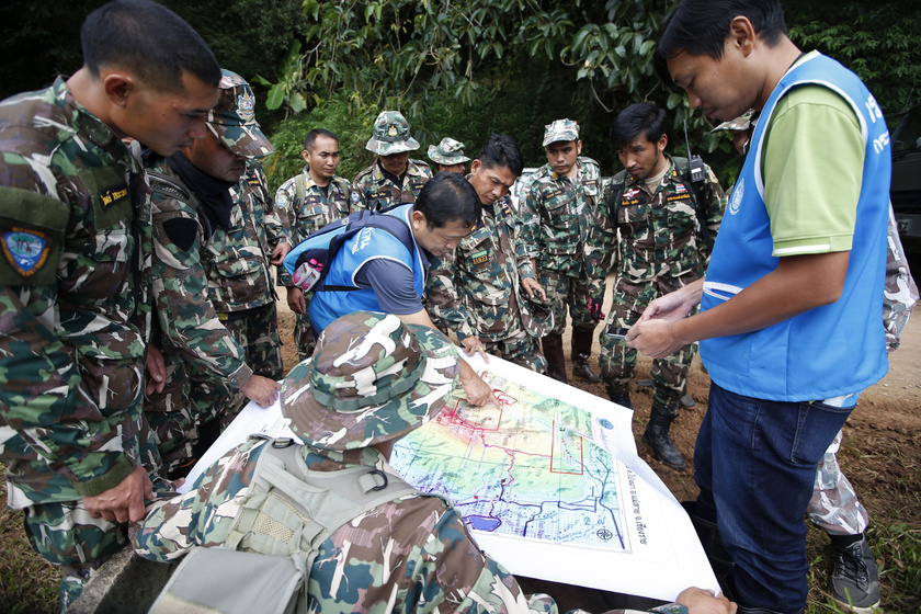 Egy egész világ izgul értük: megkezdték a barlangban rekedt thai gyerekek kimentését