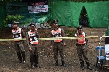 A rendőrség lezárta a Tham Luang barlangrendszer környékét