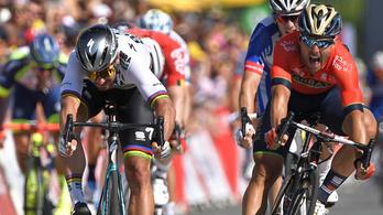 Az utolsó kanyarban borult a mezőny, Sagan szakaszt és sárga trikót nyert