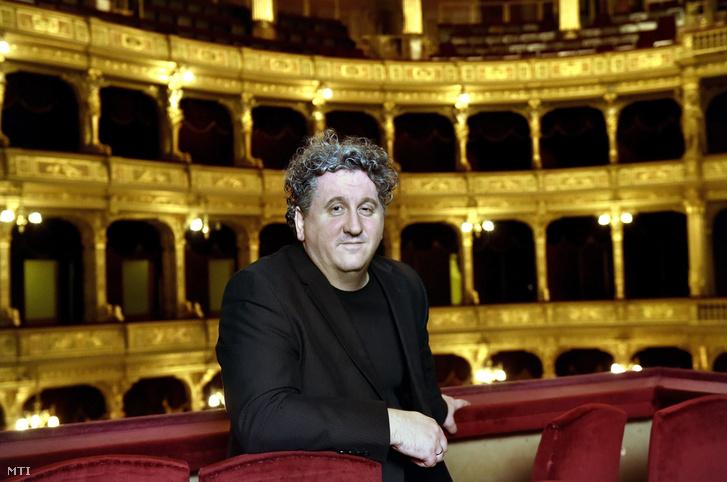 Ókovács Szilveszter a Magyar Állami Operaház főigazgatója egy páholyban 2017. november 22-én. A főigazgató 2018 februárjától újabb öt évig vezetheti az intézményt.