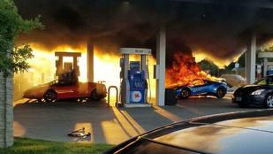 Egy kisbusz miatt égett porrá a Lamborghini