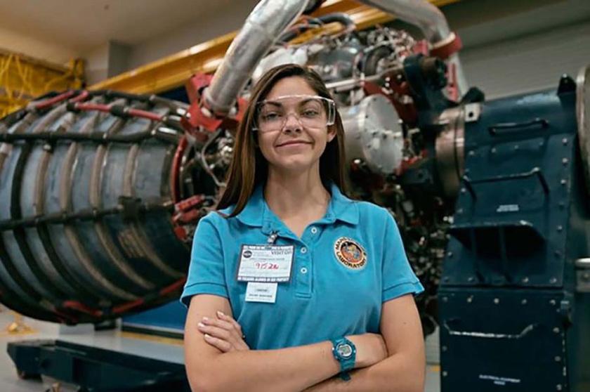Alyssa Carson nem egy átlagos 17 éves lány: minden szabadidejét a NASA kiképzésein tölti, hogy 2033-ban ő lehessen az első ember, aki a Marsra lép.