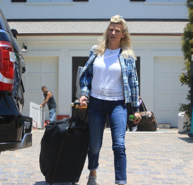 Lindsay Shookus gyereket vár Ben Afflecktől.De ezt egyelőre nem erősítette még meg senki, úgyhogy talán elég lesz megelégedni az összeköltözésről szóló breaking news-zal.Na, viszlát!