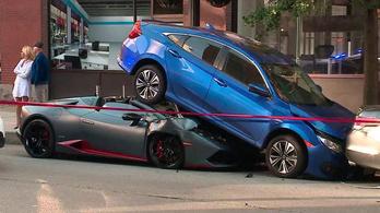 Lamborghinivel csúsztak be a Civic alá