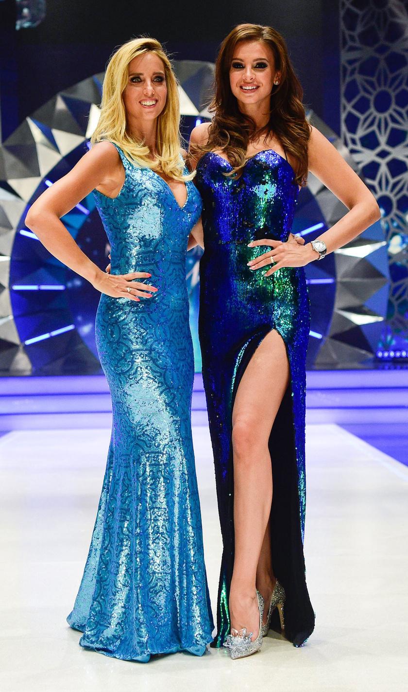 Rogán Cecília kék, Sarka Kata zöld flitteres estélyit viselt a Magyarország Szépe - Miss World Hungary szépségverseny döntőjében.