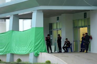 A barlangból kihozott négy gyereket a Csian Rai Mung körzet kórházában ápolják.
