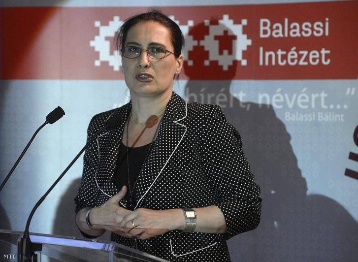 Hammerstein Judit az intézet főigazgatója beszédet mond a külföldi magyar intézetek igazgatóinak találkozóján a budapesti Balassi Intézetben 2016. július 6-án