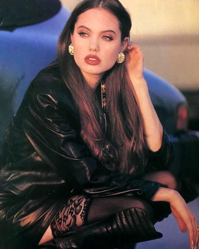 Vörös rúzs és csipke - Angelina Jolie már tiniként gyönyörű volt