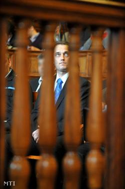 Hunvald György egykori VII. kerületi szocialista polgármestert ül a Fővárosi Bíróság tárgyalótermében