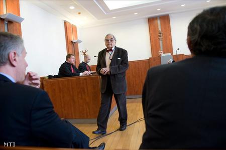Mécs Imre, volt SZDSZ-es képviselő az UD Zrt.-vel összefüggésben megvádolt politikusok büntetőperének tárgyalásán