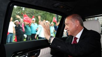 Beiktatták Erdogant Törökországban
