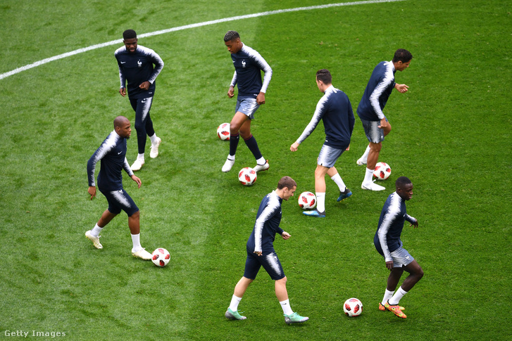 A francia válogatott tagjainak edzedzése