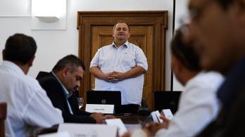 """""""Magyarországon a fortélyos félelem igazgat"""": lemondott az ácsi polgármester"""