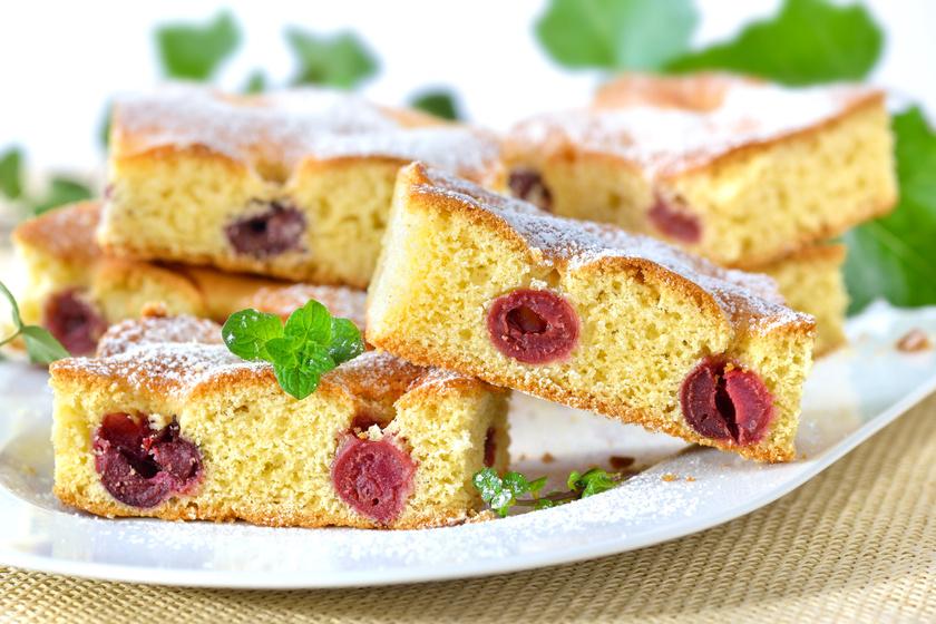 Egyszerű és lágy kelt meggyes süti: régi családi recept szerint
