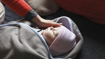 Jobb alvó a baba, ha korábban kap szilárd ételt
