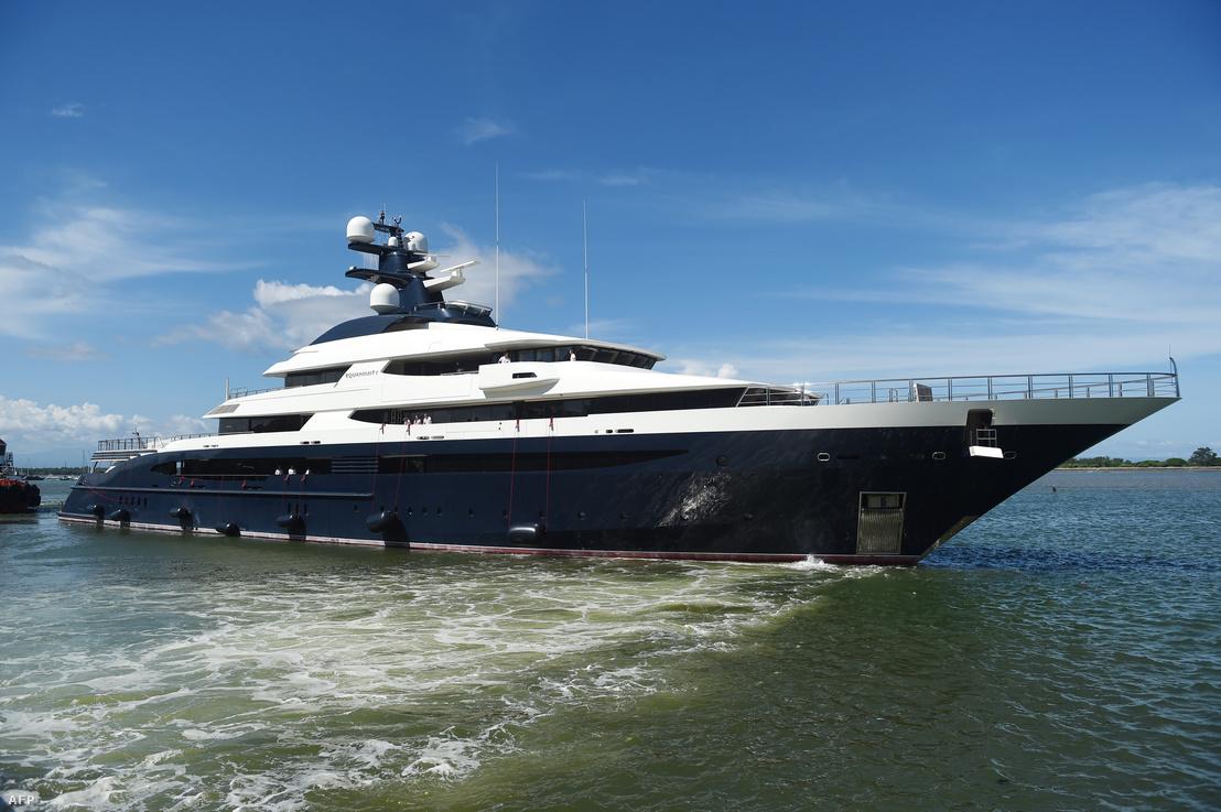 Low 250 millió dolláros jachtja