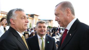 Mit keresett Orbán Erdogan beiktatásán?
