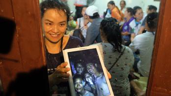 Napszemüveget kell viselniük a kimentett thai gyerekeknek