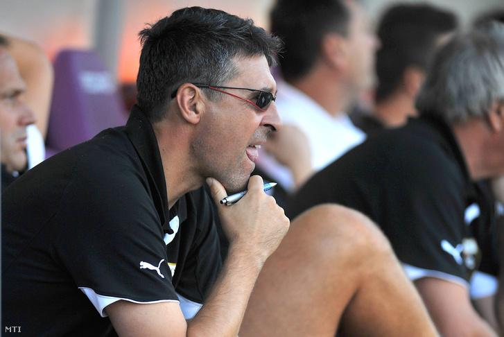 Mészáros Ferenc a Pécs vezetőedzőjeként 2011-ben