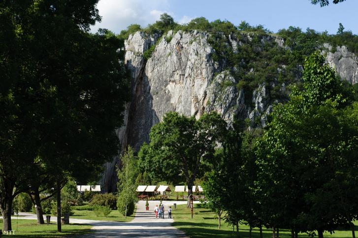 A Baradla-barlang bejárata Aggteleken 2012. június 5-én