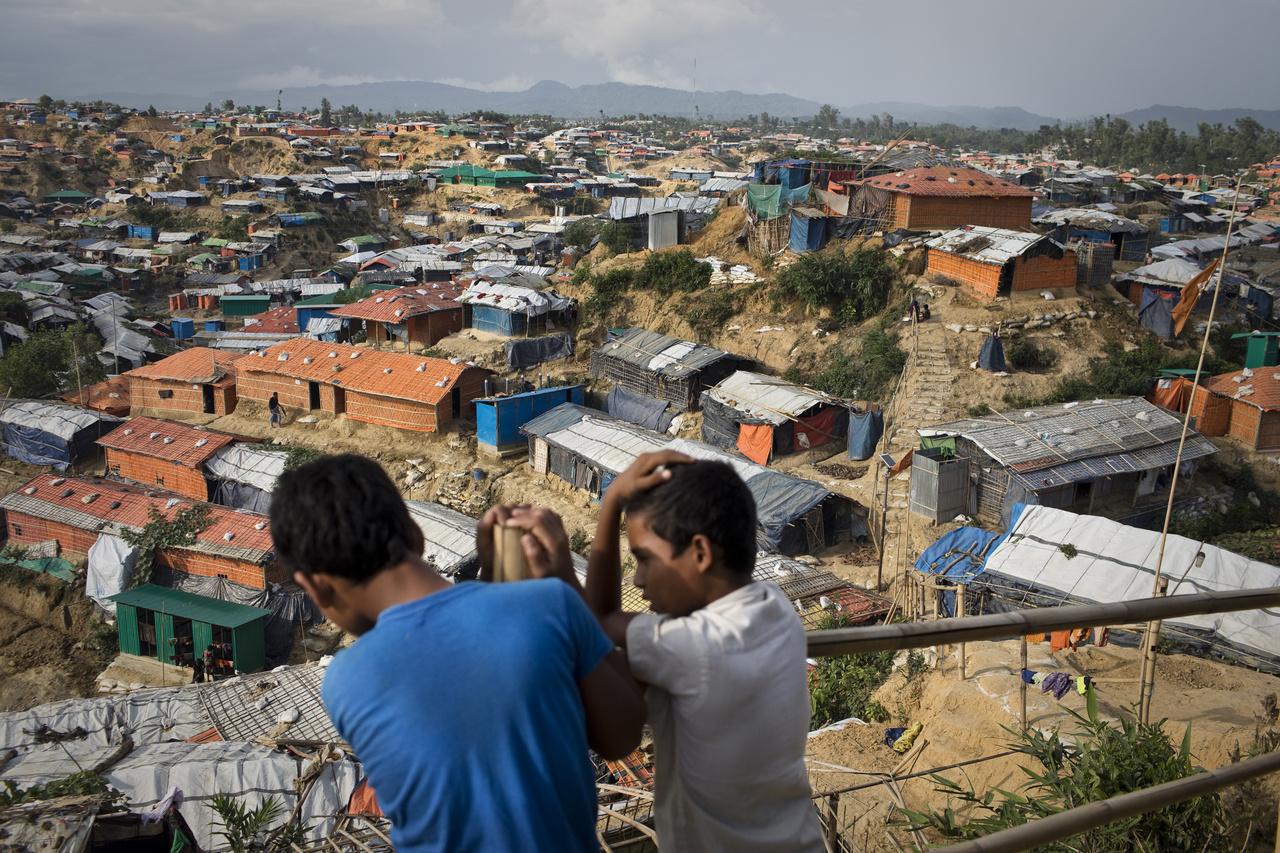 Az UNICEF munkatársai 50 000 súlyosan alultáplált gyermeket kezelnek, valamint eljutnak a terhes anyákhoz is, emellett pedig erőfeszítéseket tesznek, hogy az áradások által leginkább érintett területeken élő gyerekeket biztonságos helyekre telepítsék át.   Az UNICEF az elmúlt időszakban több százezer adag kolera, rubeola és gyermekbénulás elleni védőoltást juttatott el a térségbe. A kolerajárvány megelőzésére felállítottak egy speciális egészségügyi létesítményt, ahol a szakemberek felismerhetik a betegség első jeleit. A szennyvíztartó latrinákat és WC-ket áttelepítik a magasan fekvő pontokra és a fertőzések megakadályozására tömeges klóros fertőtlenítési programot terveznek.