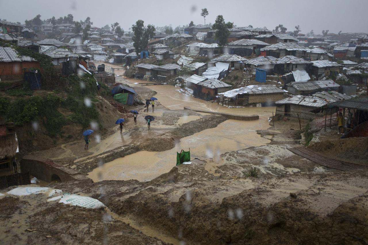 800 ezer menekült él a bangladesi menekülttáborban ilyen körülmények között.