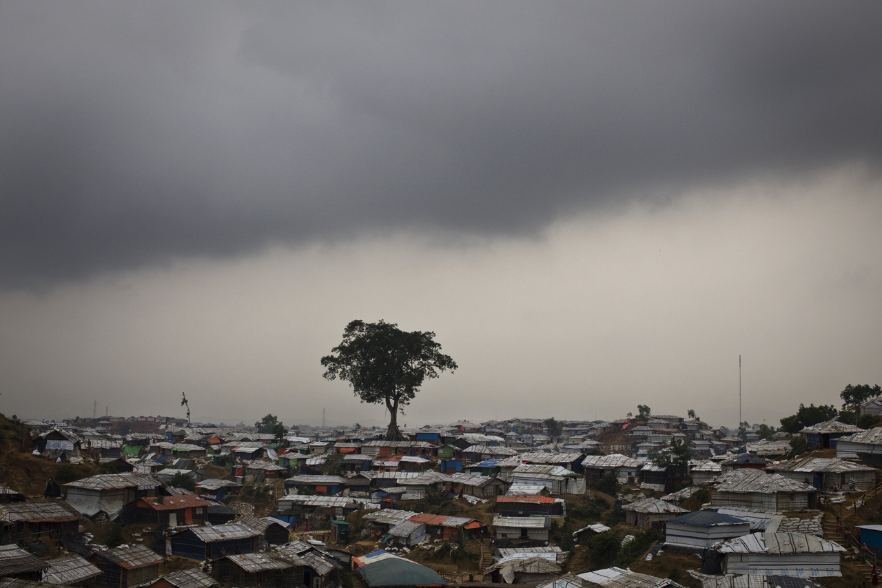Esőfelhők gyülekeznek a tábor Balukhali nevű negyede felett.