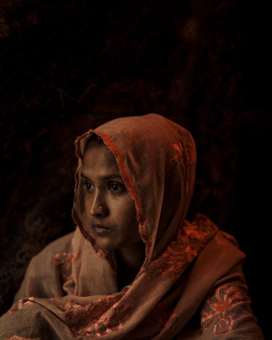 Asma Begum Shafikához hasonlóan a Tula Toli mészárlás után menekült el Mianmarból. 2017. decemberében a katonák rá is fegyvert fogtak, amíg lelőtték a falu férfiait, és azt is végig kellett nézni, ahogy a katonák benzint locsoltak a holttestekre, és felgyújtották őket.