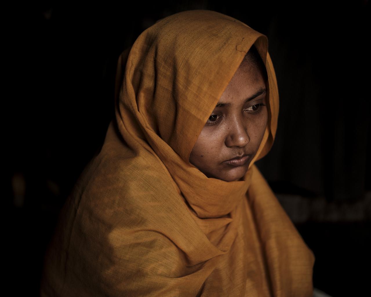 A 20 éves Shafika a Tula Toli faluban történt mészárlás egyik túlélője. Három hónapja voltak házasok a férjével, aki csatlakozott a hadsereg ellen botokkal felvonuló falusiakhoz azon a napon, amikor a falujukat lerombolták. A férjét lelőtték a többi falubelivel együtt.