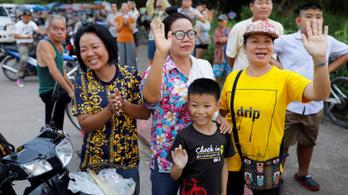 Kihozták az összes gyereket és az edzőt is a thaiföldi barlangból
