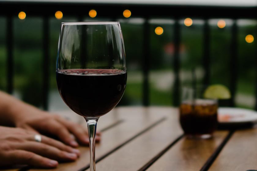 vörösbor kéz