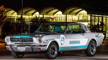 Kivételesen stílusos az első önvezető autó Goodwoodban