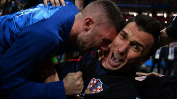 Itt vannak a fotós képei, akit a horvátok ölelgettek Mandžukić góljánál