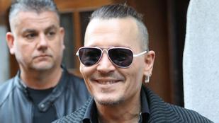 Johnny Depp megint átíratta az exneje tiszteletére csinált tetoválást
