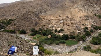 Tíz ember meghalt és több száz ház megsemmisült Afganisztánban