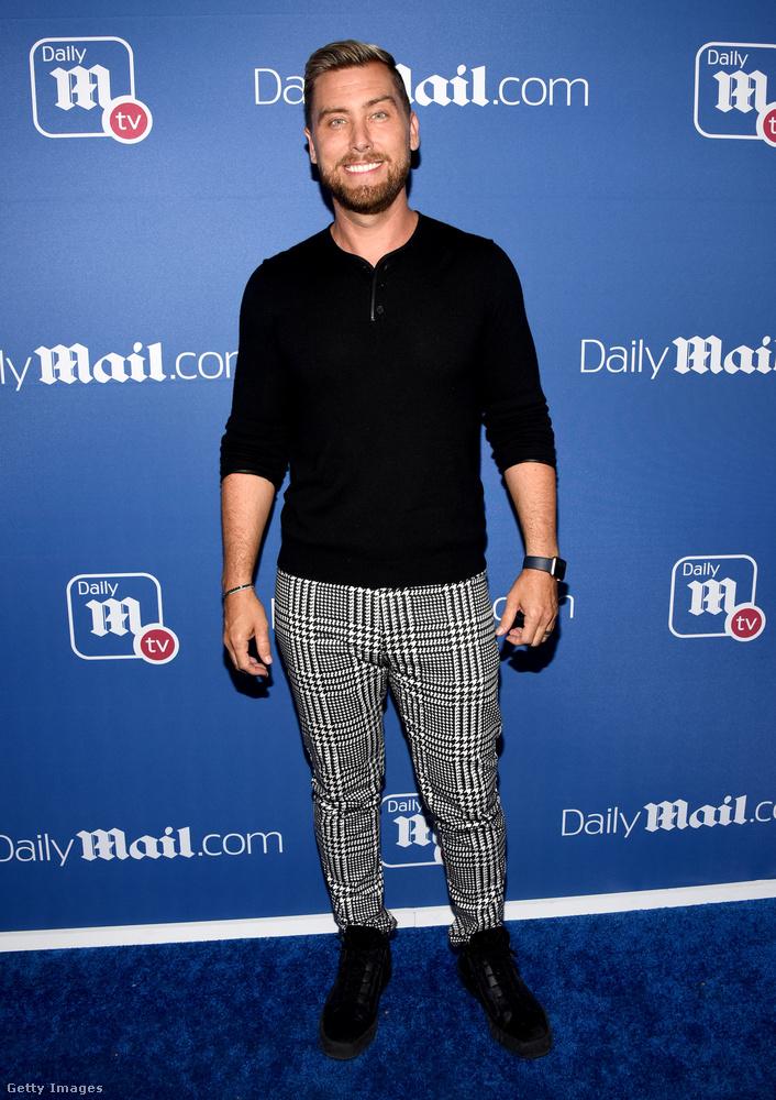 És a végére még idetesszük Lance Basst az NSYNC-ből, aki messze a legdecensebb volt az összes megjelent között, és akit legutoljára a Hírességek sétányán láttunk, amikor Justin Timberlake rossz együttes pólóját vette fel.