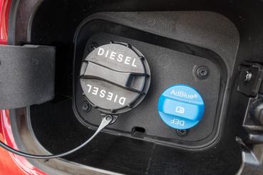 Sokezer kilométerenként kér AdBlue-t, viszont így teljesíti az Euro 6d TEMP környezetvédelmi normát a Kia új dízelsorozata