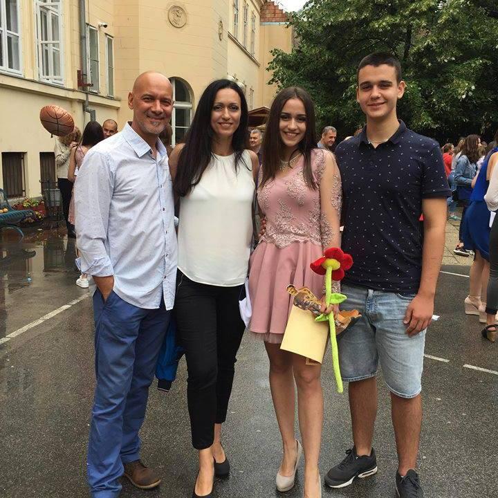 Szőke Zoltán második feleségének, Annamáriának a lánya nemrég ballagott el az általános iskolából - természetesen nem hagyhatták ki az ünnepséget.