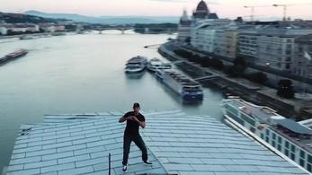 Will Smith felmászott a Lánchíd tetejére