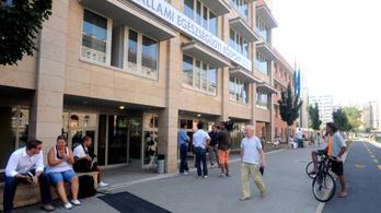 17 órás várakozás után sem derült ki a Honvédban, mi baja a diáknak