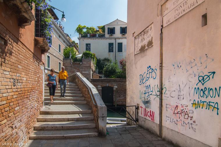 Velence annak ellenére a világ egyik legfontosabb turisztikai látványossága, hogy a város rengeteg problémával küzd