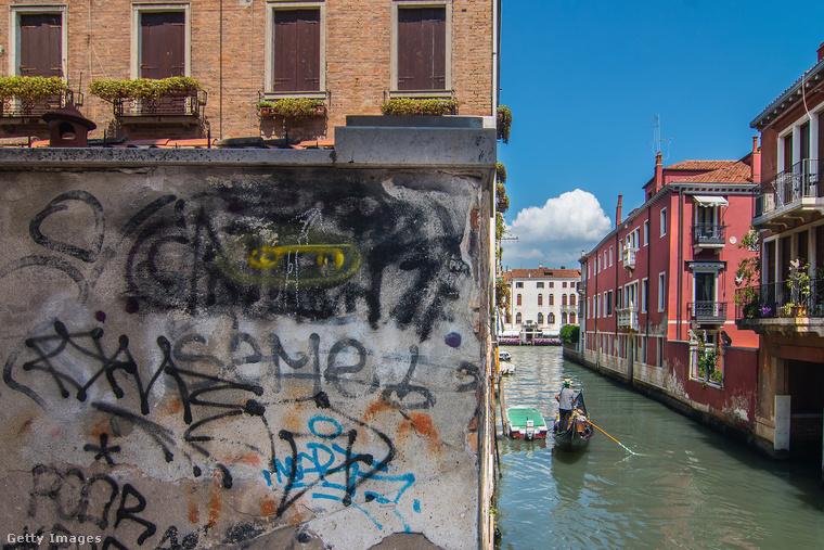 Üdvözöljük önt Velencében, ami a világörökség része, és ami a művészetnek, az építészetnek és a történelemnek olyan elegyét mutatja be a látogatóknak, amiből nincs másik hasonló az univerzumban