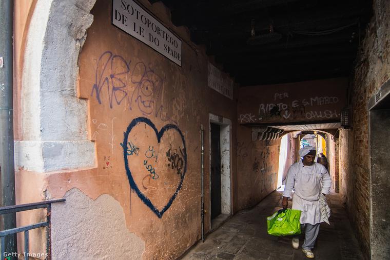 A Velencében dolgozók többsége a szárazföldön fekvő, Mestre nevű városból ingázik be