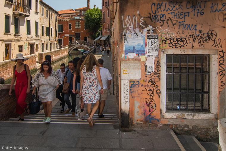 De kétségtelen, hogy Velence meglátogatására nem a nyári időszak a legkedvezőbb, inkább az őszi-téli hónapokat lehet ajánlani, persze a karnevál időszakának a kivételével, amikor mindennél durvább a tömeg