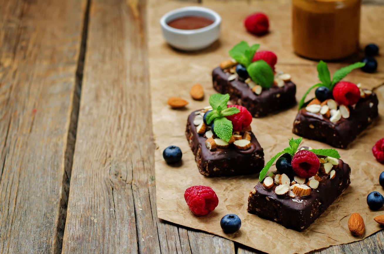 Sütés nélküli brownie mandulával és bogyós gyümölcsökkel - Bűntudat nélkül eheted