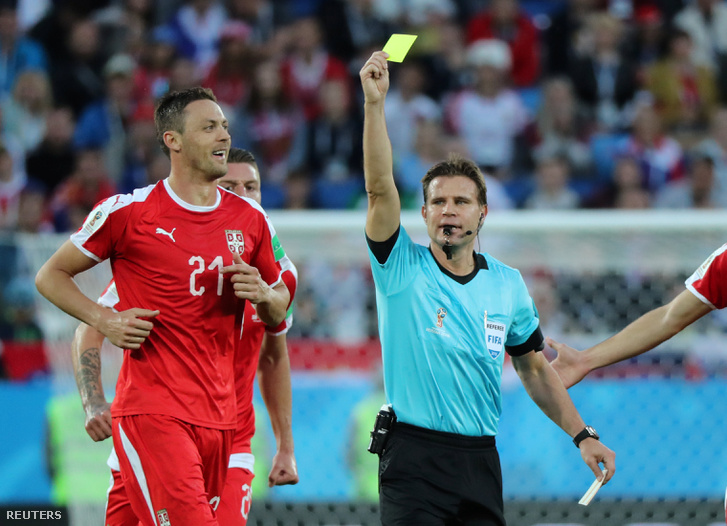 Felix Brych a Szerbia-Svájc mérkőzésen
