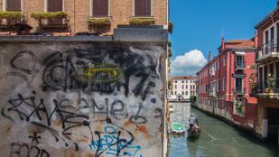 Velencét is tönkreteszik a graffitizők és taggelők