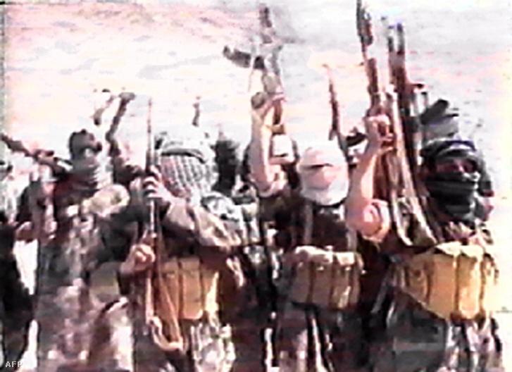 Bin Laden fegyveresei 2001 júniusában, Afganisztánban