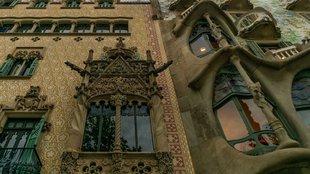 Egy ház, aminek katalán az építésze, holland a stílusa és Gaudí műve a szomszédja!